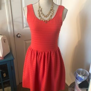 Dresses & Skirts - Coral midi dress with necklace set.